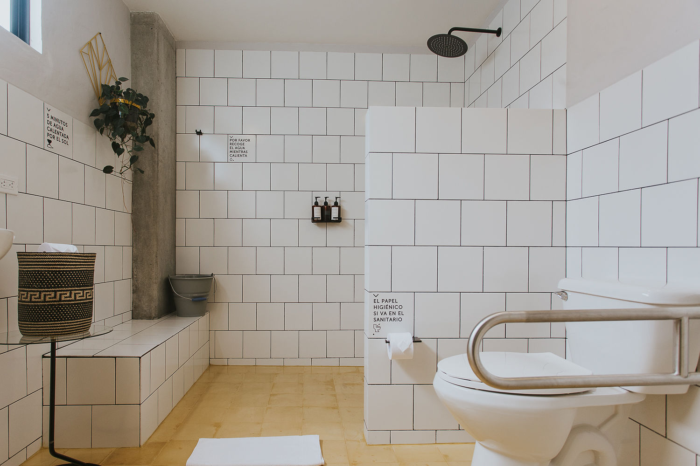 El baño de la habitacion 2 en Hotel Plantacion